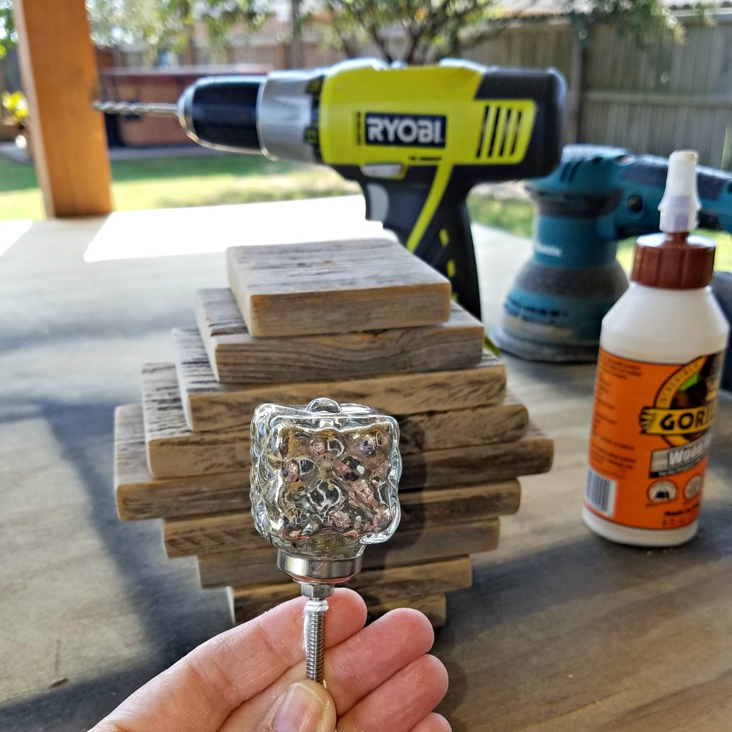 I used the Hobby Lobby knobs to create the stems for these DIY wooden pumpkins. #dododsondesigns #woodenpumpkins #falldecor #diyproject #hobbylobby