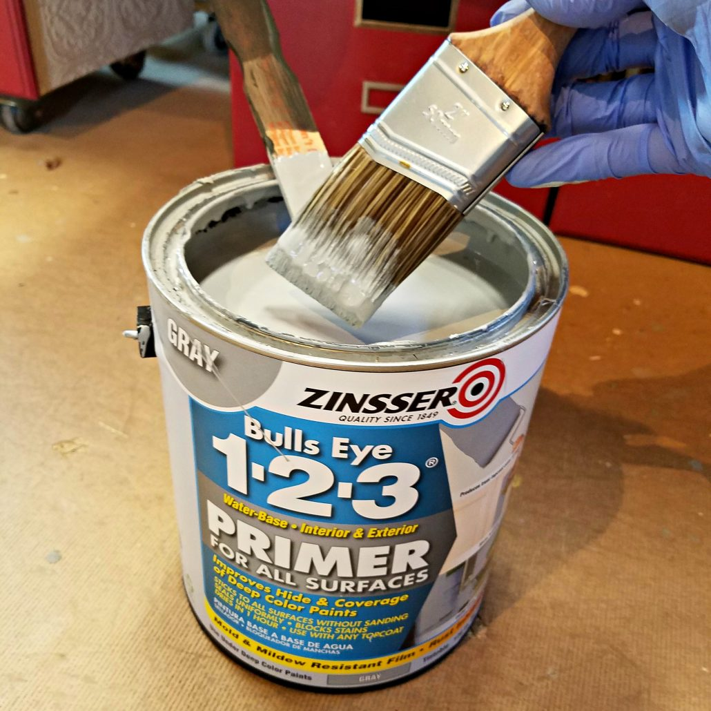 I use Zinsser Bulls Eye 1-2-3 Primer... metallic painted furniture. #dododsondesigns #paintedfurniture #furnituremakeover