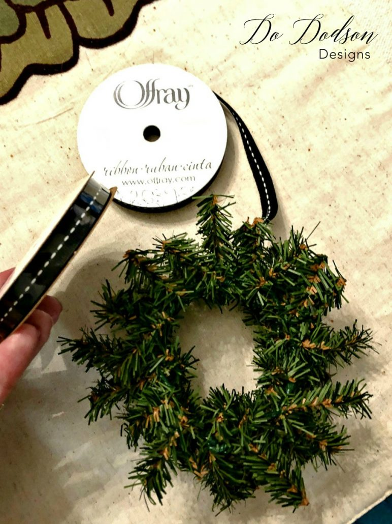 Mini Wreaths for holiday kitchens.