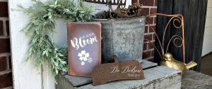 Paint blending with Dixie Belle Paint for decorative books.