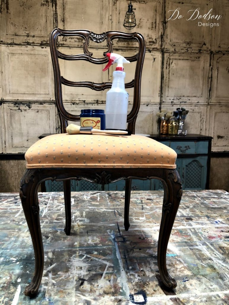 Look what painting fabric did for this chair! #dodsondesigns #paintingfabric #fabricpaint #paintedchair #paintedfurniture