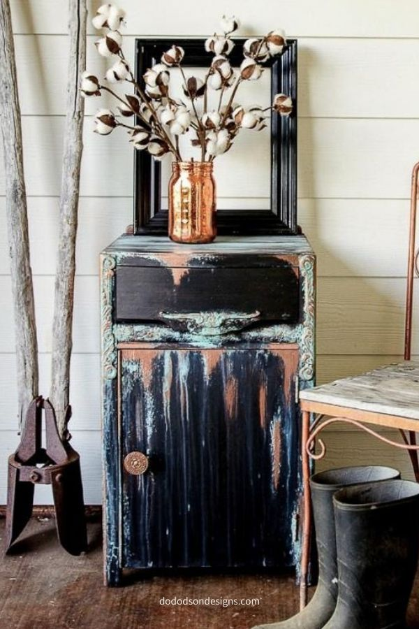 Because we all need that one over the top creative piece that we're proud of. Patina paint with caviar chalk mineral paint.