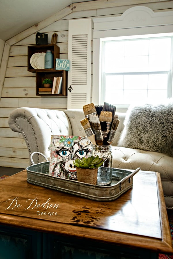 Mixing Furniture Paint Colors For Your Modern Farmhouse Style #dododsondesigns #furniturepaintcolors #paintedtable #handpaintedfurniture #colormixing #mixingpaintcolors #farmhouse #farmhousestyle #modernfarmhouse