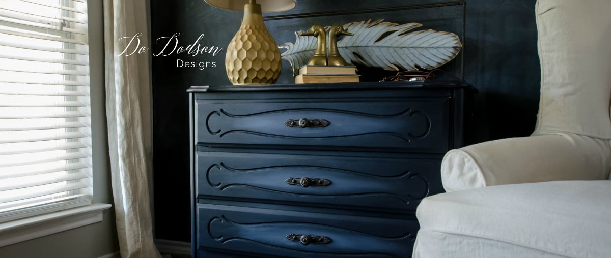 Blending paint on the front of the drawers with Driftwood added a bit of visual interest. Nothing fancy but just enough to draw attention.