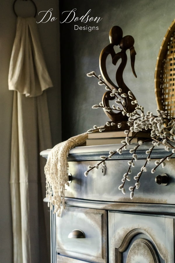 How To Create A Seamless Texture Look On Your Furniture #dododsondesigns #textured #texturepainting #paintedfurniture #furnituremakeover #furnitureartist