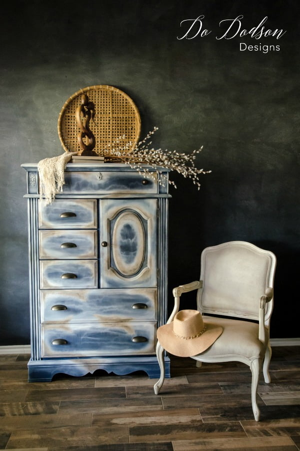 How To Create A Seamless Texture Beachy Look On Your Furniture #dododsondesigns #textured #texturepainting #paintedfurniture #furnituremakeover #furnitureartist