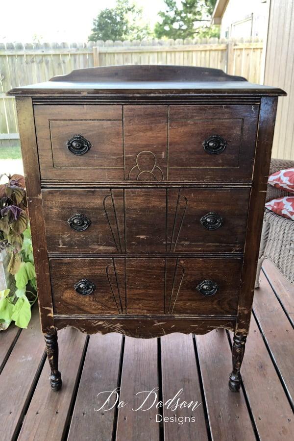 Easy Thrift Furniture Makeover That Will Save You Money #dododsondesigns #thriftfurniture #furnituremakeover #paintedfurniture #recycledfurniture #diyproject #homedecor #furniturepainting