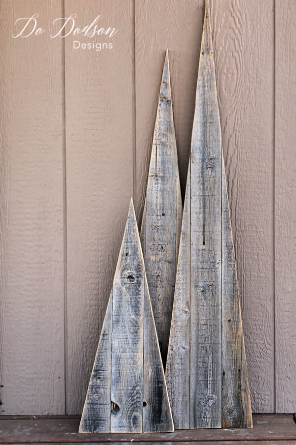 I made these adorable wood Christmas trees from some old fence lumber. Easy peasy, my kind of project.