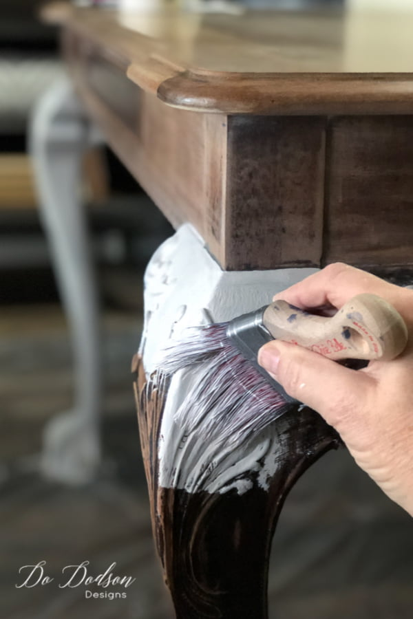 The farmhouse dining room table is coming along nicely. The last step of this whitewash wood table makeover is painting the legs with chalk mineral paint..
