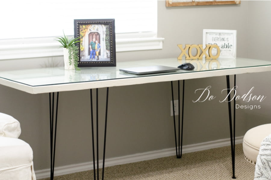 I'm so in LOVE with how this DIY hairpin leg desk turned out.