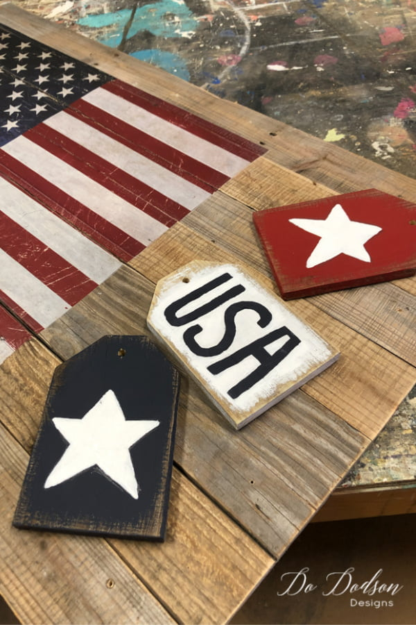 American flag pallet sign and wooden tags. The perfect combination for front porch decor.