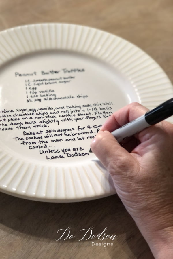 Add a little something personal with the recipe plate to make it even more special.